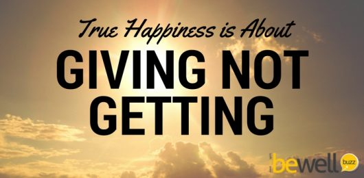 <thrive_headline click tho-post-37984 tho-test-48>True Happiness Is About Giving Not Getting</thrive_headline>
