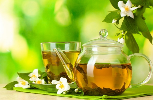 Photo: Green tea with jasmine. Via: Africa Studio | Shutterstock.