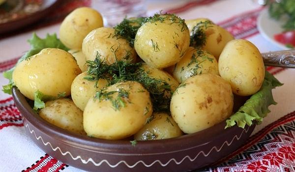 Les pommes de terre sont une excellente source de potassium nutritif essentiel. &quot;Width =&quot; 600 &quot;height =&quot; 350 &quot;/&gt; </p> <p> <span style=