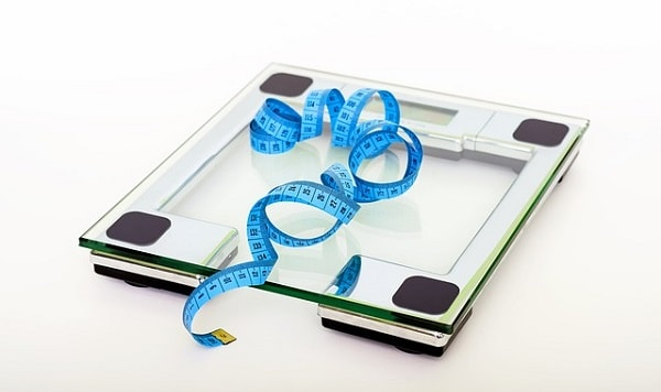 diet pitfalls_ scale and tape measure
