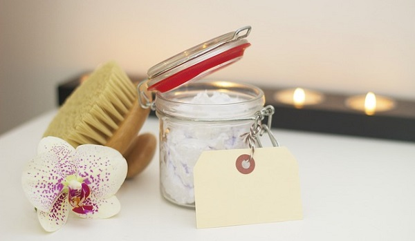 Dry brushing may not seem like much at all, but the health benefits are actually quite vast.