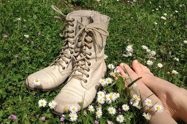 run green - feet on grass