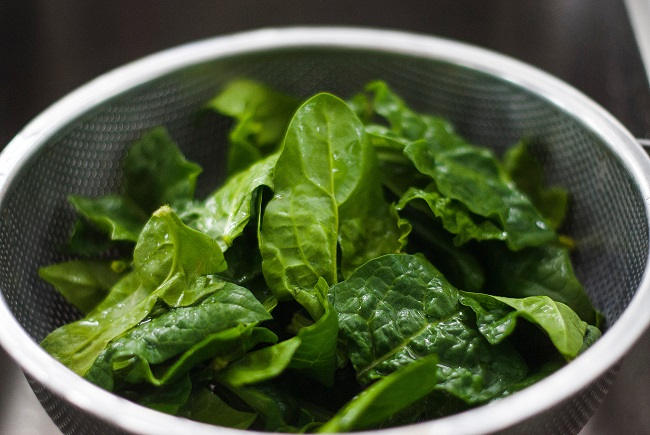 Spinach is high in carotenoids and selenium, which have anti-cancer properties.