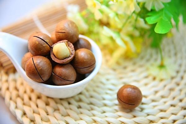 A hot chocolate recipe using macadamia nuts.